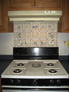 faux-tiles-with-hand-painted-daisies